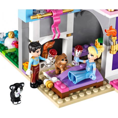 Золушка на балу в королевском замке Lego Princess